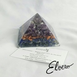 Piramida orgonica cu ametist, cuart alb, sodalit, cupru, alama si rasina