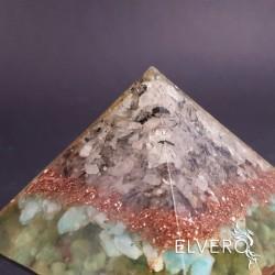 Piramida cu cuart turmalinat, cupru si amazonit rusesc