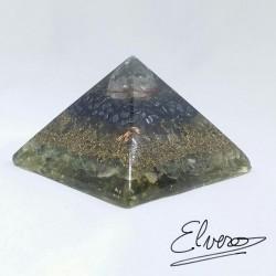 Piramida cu cuart alb, hematit, fluorina, cupru si rasina